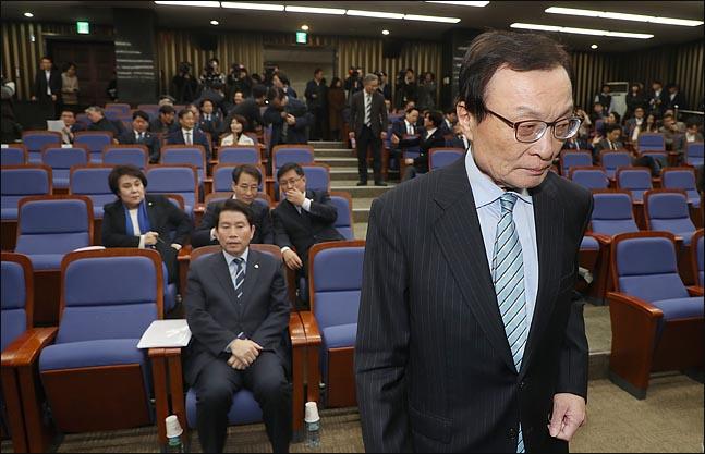 18일 오후 국회에서 열린 더불어민주당 의원총회에서 이해찬 대표가 모두발언을 위해 발언석으로 이동하고 있다. ⓒ데일리안 박항구 기자