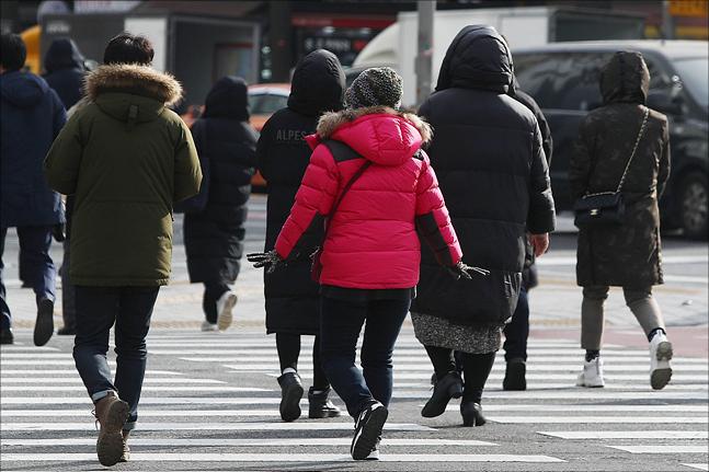 시민들이 추위에 발걸음을 재촉하고 있다. ⓒ데일리안 홍금표 기자