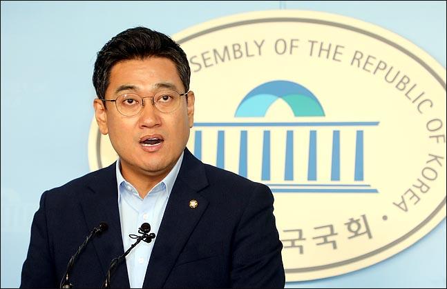 오신환 바른미래당 원내대표는 3일 자유한국당·더불어민주당을 향해 이견을 겪고 있는 패스트트랙 법안의 중재안을 제시했다. ⓒ데일리안 박항구 기자