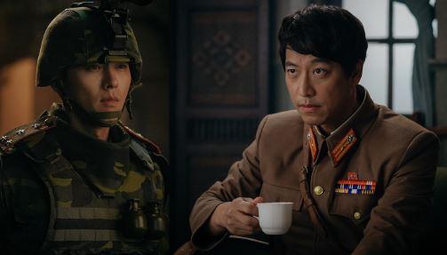 '사랑의 불시착' 속 현빈과 오만석의 날 선 대립이 예고되며 시선이 집중되고 있다. ⓒ tvN