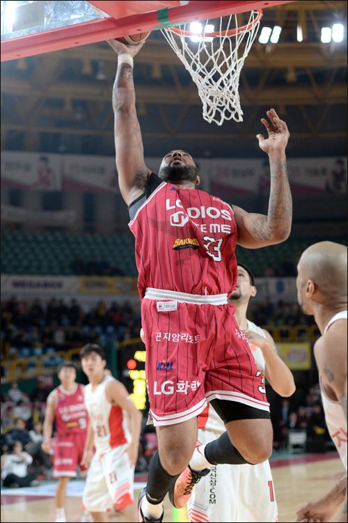트로이 길렌워터가 인천 전자랜드 유니폼을 입는다. ⓒ KBL