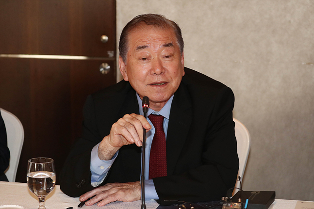 """문정인 청와대 통일외교안보특보는 """"만약 북한 비핵화가 이뤄지지 않은 상태에서 주한미군이 철수하면 중국이 한국에"""