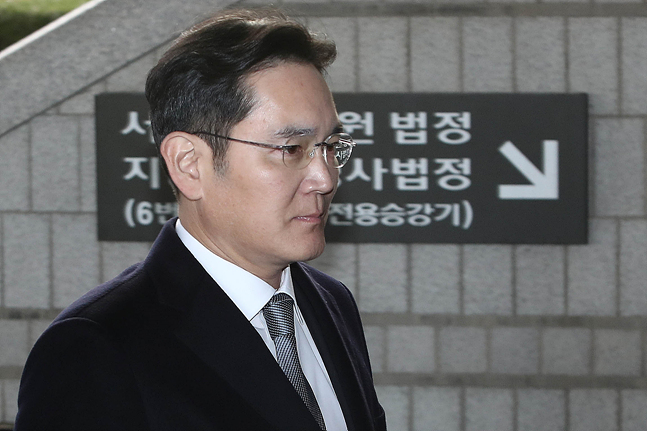이재용 삼성전자 부회장이 6일 오후 서울 서초동 서울고등법원에서 열린