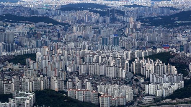 최근 서울 아파트 경매시장은 역대 최고의 호황을 누리고 있는 모습이다. 서울 도심 전경.(자료사진) ⓒ뉴시스