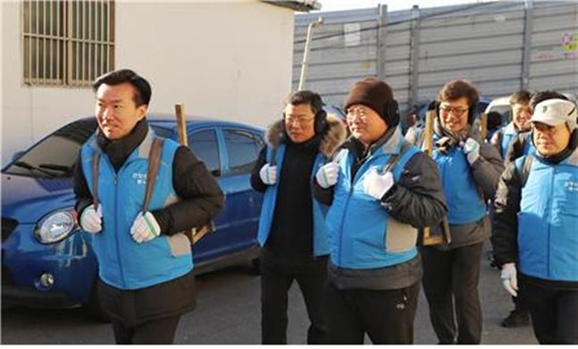 왼쪽부터 ㈜한양 김한기 대표이사 부회장, LNG건설팀 안영훈 부사장, 경영지원본부 박성빈 본부장. ⓒ한양