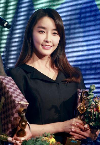 배우 정유미가 '2019 그리메상'에서 최우수 여자 연기자상을 수상했다.ⓒ 에이스팩토리
