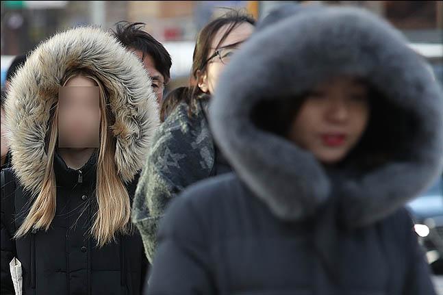 서울 광화문 네거리에 시민들이 출근을 하고 있다.(자료사진)ⓒ데일리안 류영주 기자