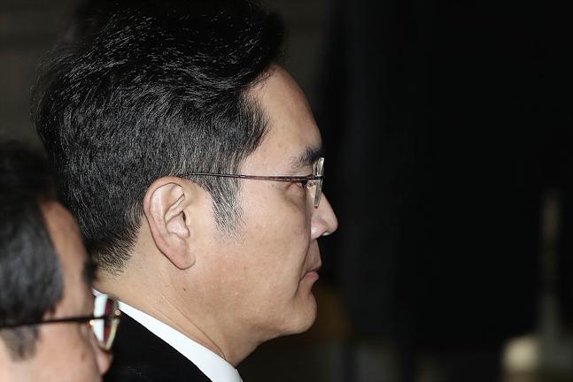 이재용 삼성전자 부회장이 6일 오후 서울 서초구 서초동 서울고등법원에서 열린 국정농단 파기환송심 3차 공판에 출석하고 있다.ⓒ데일리안 홍금표 기자