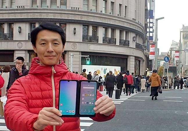 LG전자 일본법인 직원이 일본 도쿄의 유명 번화가
