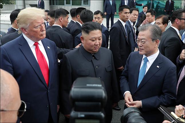 북한이 연일 도발 행보를 이어가고 있는 가운데 8일 동창리 미사일 발사장에서