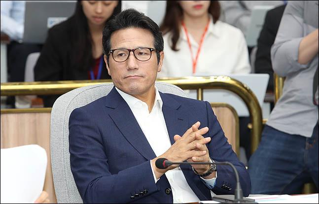 """정병국 바른미래당 의원은 9일 박근혜 전 대통령의 탄핵소추안이 국회에서 가결된 지 3년이 된 것을 두고 문재인 정권을 향해 """"3년 전 촛불 앞에서 당당할 수 있는가""""라고 언급했다. ⓒ데일리안 박항구 기자"""