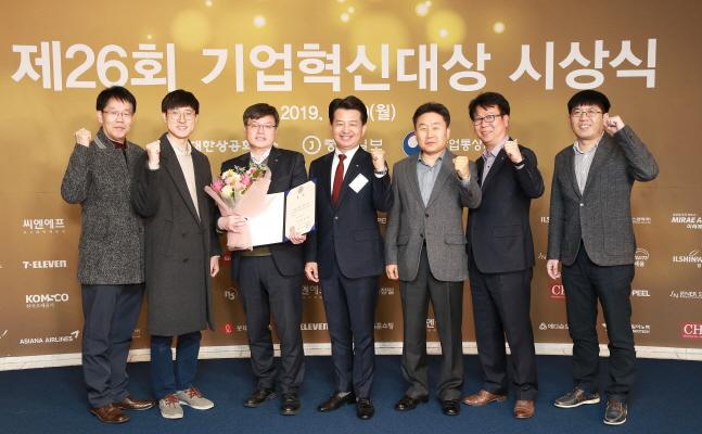 안병석 아시아나항공 경영지원본부 전무(왼쪽에서 네번째)가 9일 서울 중구 대한상공회의소에서 개최된