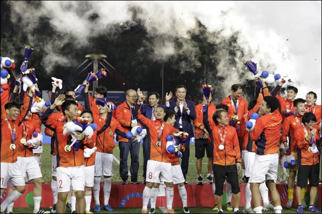 60년 만에 동남아시안게임 축구 우승을 차지한 베트남. ⓒ 뉴시스