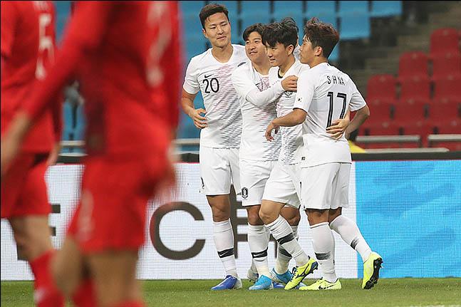 [한국 홍콩] 유럽파가 빠진 가운데 경기 흐름을 바꾼 황인범은 결승골까지 터뜨리고 승리의 주역이 되며 모처럼 활짝 웃었다. ⓒ 데일리안 류영주 기자