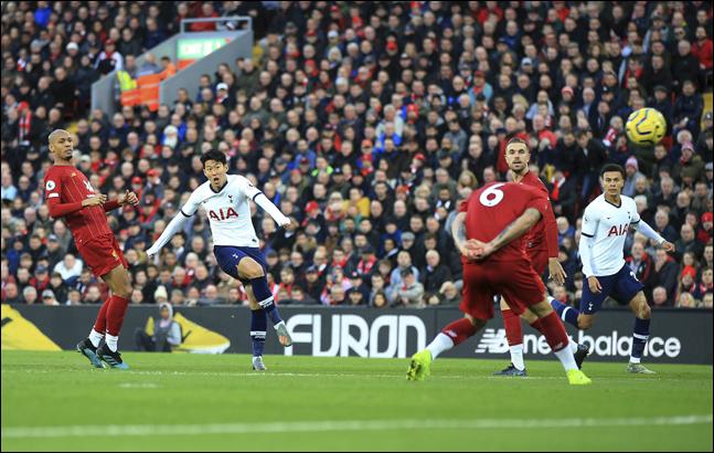 지난 시즌 챔피언스리그 결승전에서 격돌한 리버풀과 토트넘이 올 시즌에도 나란히 16강 진출에 성공했다. ⓒ 뉴시스