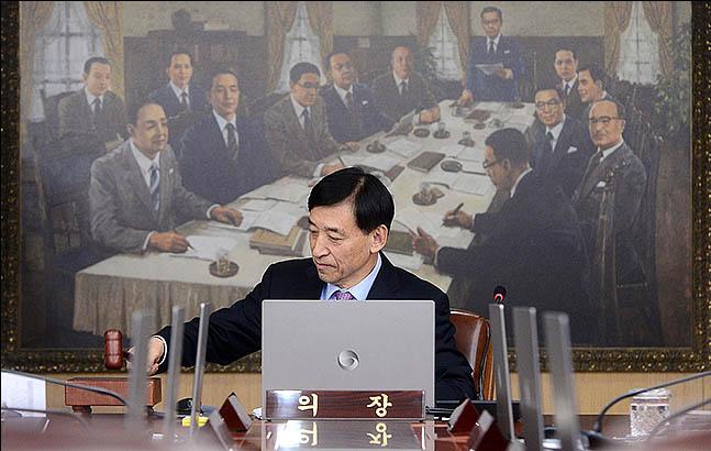 이주열 한국은행 총재가 올해 마지막으로 열린 금융통화위원회 통화정책방향 회의를 주재하고 있다. ⓒ데일리안 류영주 기자