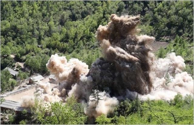 북한이 지난해 5월 24일 함경북도 길주군 풍계리 핵실험장 폐쇄를 위한 폭파작업을 실시하고 있다. ⓒ사진공동취재단