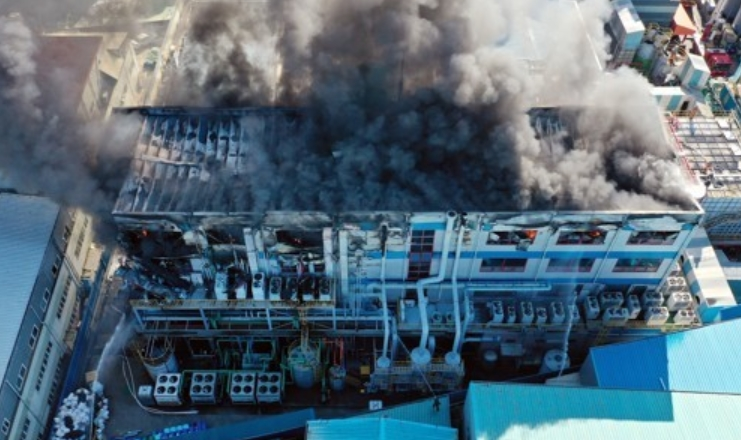연기 가득 찬 인천 화학물질공장 화재 현장ⓒ연합뉴스