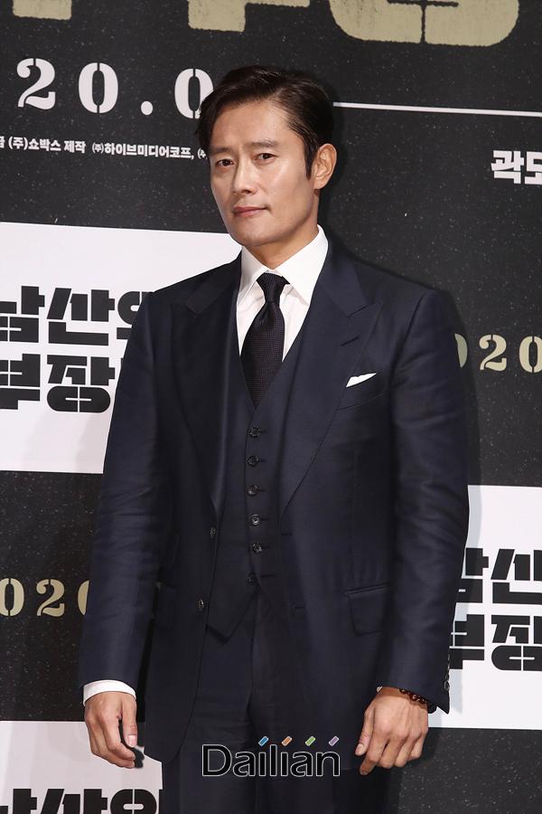배우 이병헌이 12일 오전 서울 강남구 CGV압구정에서 열린 영화