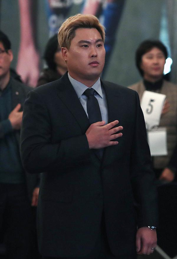류현진이 13일 오전 서울 송파구 올림픽파크텔에서 열린