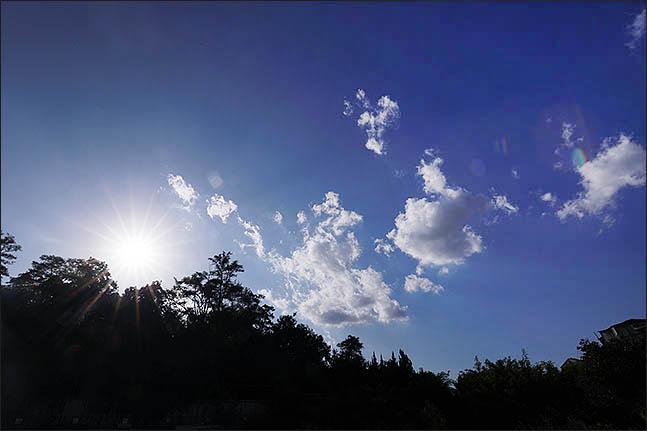 서울 관악구에서 바라본 하늘에 구름이 펼쳐져 있다.(자료사진)ⓒ데일리안 류영주 기자