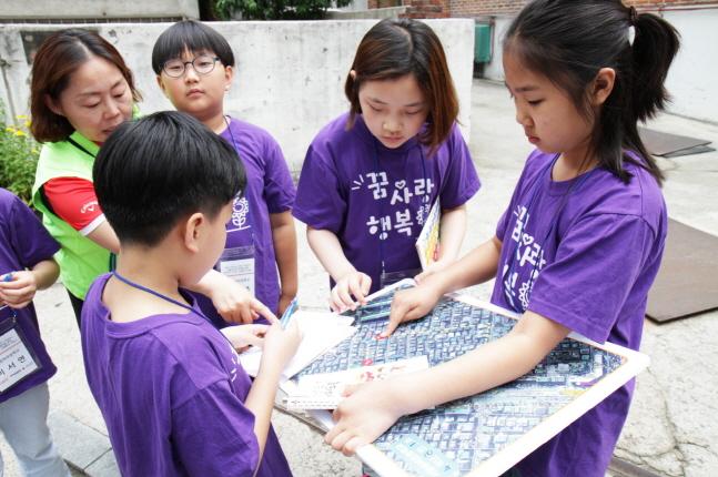 한국타이어앤테크놀로지는 사단법인 한국생활안전연합, 사회복지공동모금회와 함께 진행하는 '2019 어린이 교통안전 캠페인'을 지난 13일 교통안전교육을 끝으로 마무리했다고 15일 밝혔다.ⓒ한국타이어앤테크놀로지