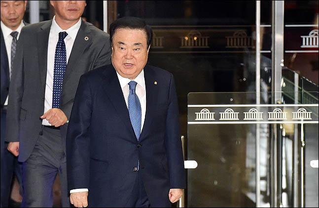 문희상 국회의장이 17일 오전 국회 본청으로 출근하고 있다. ⓒ데일리안 박항구 기자