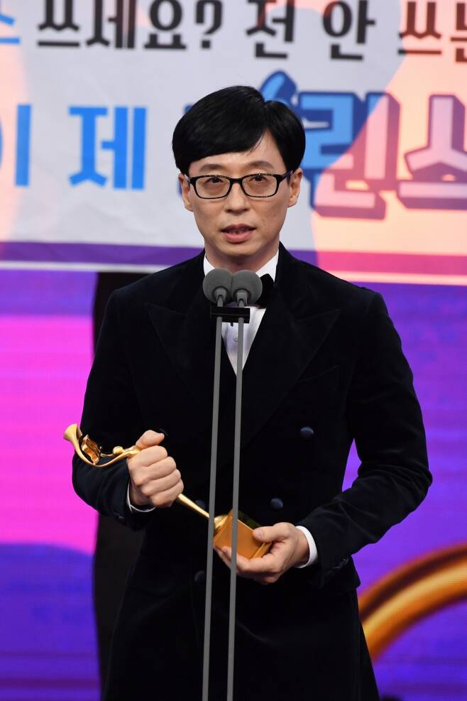 방송인 유재석이 2019 SBS 연예대상에서 영예의 대상을 수상했다.ⓒSBS