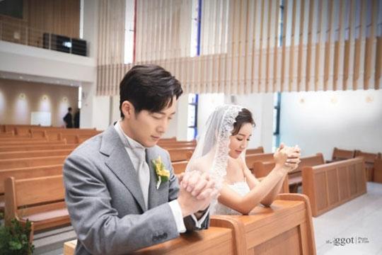 배우 이완과 프로 골퍼 이보미의 결혼식 사진이 공개됐다.ⓒ스토리제이컴퍼니