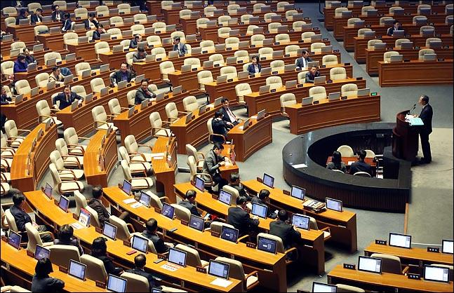 김재경 자유한국당 의원이 27일 오후 열린 국회 본회의에서 고위공직자수사처법안에 대한 무제한 토론(필리버스터)을 하고 있다.(자료사진) ⓒ데일리안 박항구 기자
