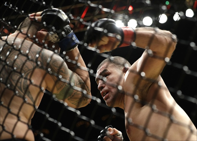 몸이 망가진 벨라스케즈는 UFC를 은퇴하고 미국 프로레슬링 단체 WWE에서 새로운 활동을 하고 있다. ⓒ 뉴시스