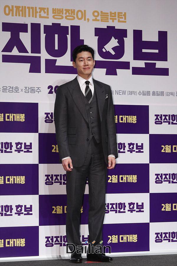 배우 김무열이