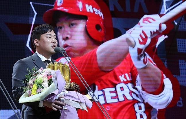 안치홍은 6일 자필편지를 통해 KIA팬들과 작별을, 롯데 팬들에게 첫 인사를 했다. ⓒ 뉴시스