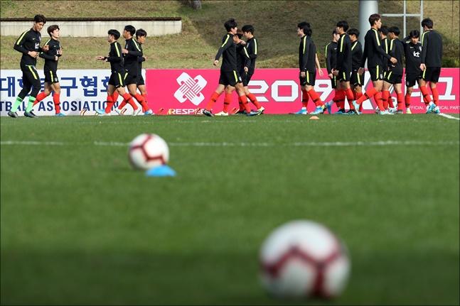 김학범 감독이 이끄는 한국 U-23 축구대표팀이 9일 중국과 1차전을 치른다. ⓒ 뉴시스