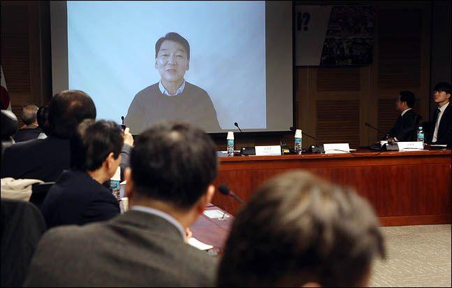 안철수 전 국민의당 대표가 바른미래당 안철수계 의원들 토론회에서 영상메시지를 보내고 있다. ⓒ데일리안 박항구 기자