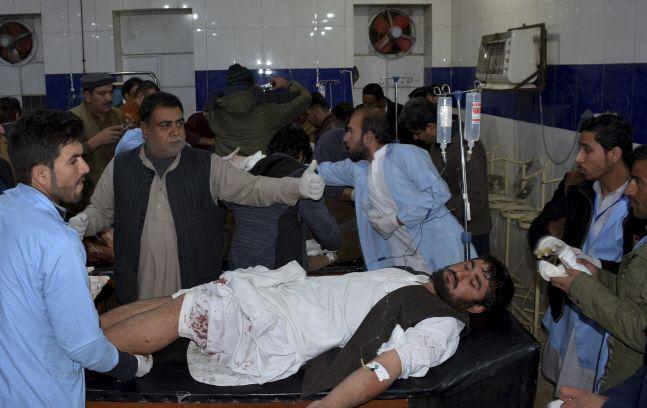 파키스탄 남서부에 있는 이슬람 사원 모스크에서 자살폭탄테러가 발생해 최소 15명이 숨졌다.