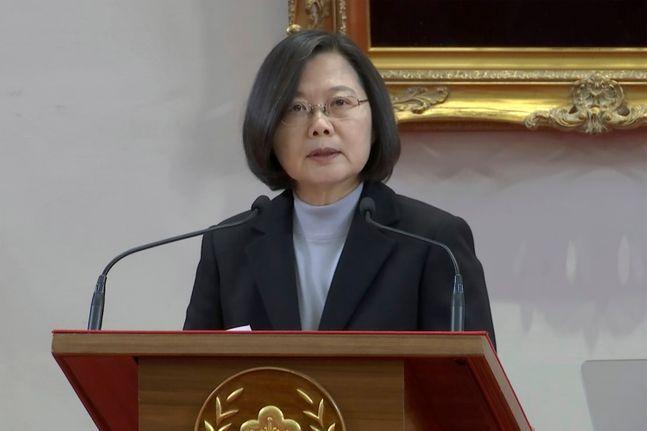 대만 차이잉원 총통이 지난 1일 타이베이 총통부에서 신년사를 통해 중국이 압박하는 1국2체제에 의한 양안통일을 절대로 받아들이지 않겠다고 천명하고 있다.제공=AP/뉴시스