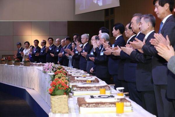 한국과학기술단체총연합회와 한국정보방송통신대연합이 13일 오후 서울 강남구 한국과학기술회관에서 개최한 '2020 과학기술인정보방송통신인 신년인사회'에서 참석자들이 박수를 치고 있다.ⓒ과학기술정보통신부