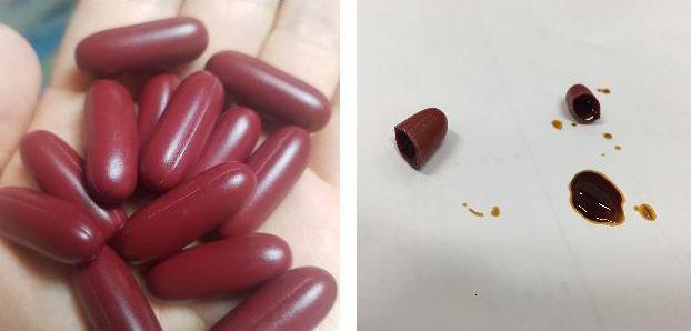 ⓒ적발된 사슴태반 줄기세포 캡슐. 캡슐제품(좌측)과 캡슐 절단(우측) ⓒ관세청