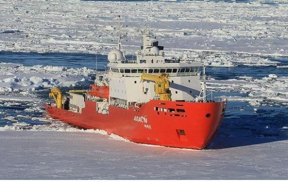 국내 유일의 쇄빙연구선 아라온호(7507톤)