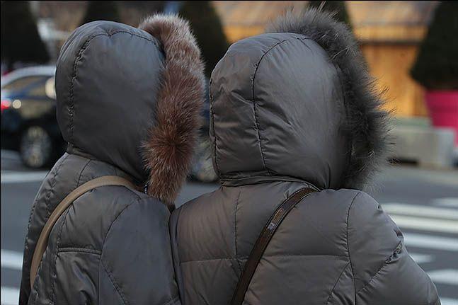 서울 광화문 네거리에 시민들이 발걸음을 옮기고 있다. ⓒ데일리안 류영주 기자