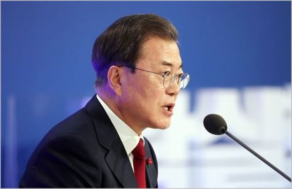 문재인 대통령이 지난 14일 청와대 영빈관에서 열린 신년기자회견에 참석하고 있다. ⓒ뉴시스