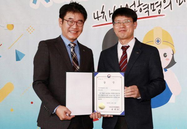 조영석 아시아나항공 상무(왼쪽)가 13일 서울 삼성동 파크하얏트 서울에서 개최된