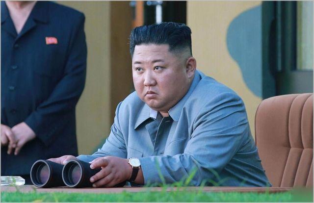 김정은 북한 국무위원장이 지난해 7월 강원도 원산에서 단거리 탄도미사일 시험발사를 지도하고 있다. ⓒ조선중앙통신