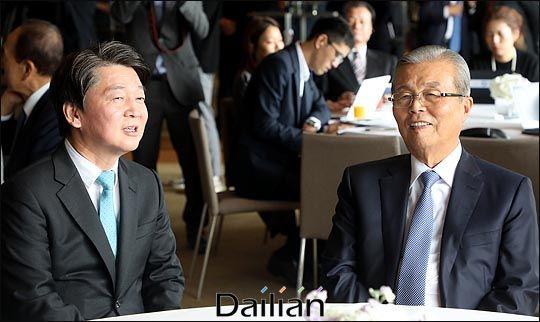 안철수 전 국민의당 대표와 김종인 전 더불어민주당 비상대책위원장. 국민의당은 2017년 대선 당시 김 전 위원장에게