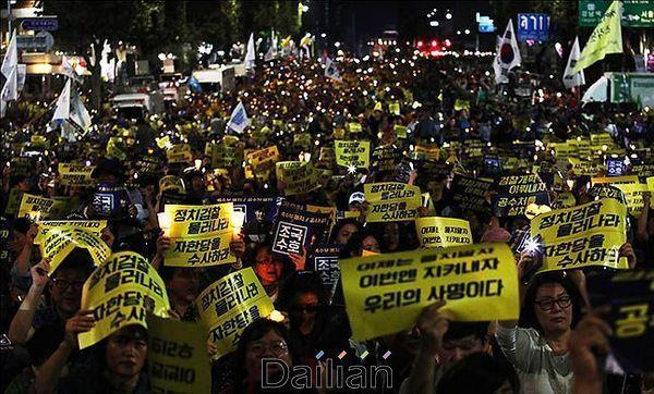 지난해 9월 28일 서울 서초구 서울중앙지방검찰청 앞에서 열린 검찰개혁·사법적폐 청산 촛불문화제ⓒ