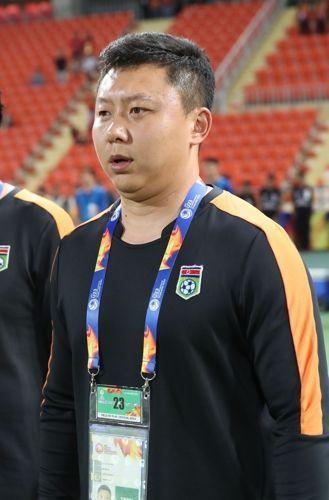 베트남을 상대로 승리를 이끈 북한 리유일 감독. ⓒ 연합뉴스