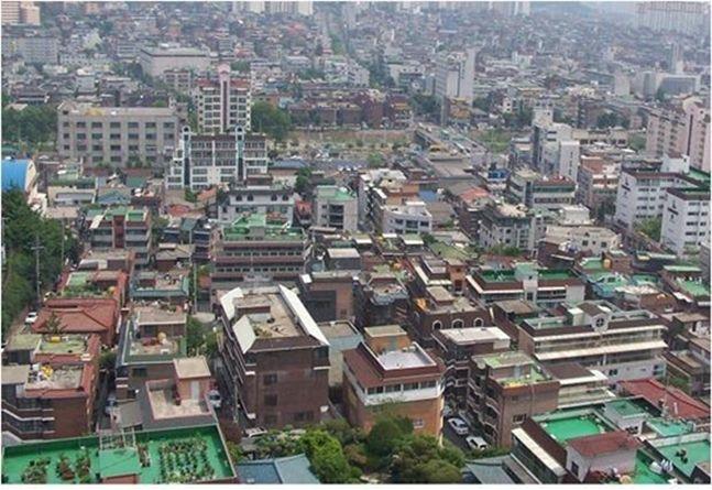 정부의 규제가 서울 아파트에 집중되자 단독·연립주택이 풍선효과를 누리고 있다. 사진은 서울의 한 재개발 구역 모습.(자료사진)ⓒ데일리안DB