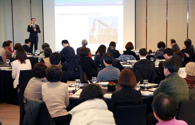 박진회 한국씨티은행장이 지난 16일 서울 중구 소재 웨스틴조선호텔에서 열린 글로벌 투자전략 세미나에 참석해 고객들에게 인사말을 하고 있다.ⓒ한국씨티은행