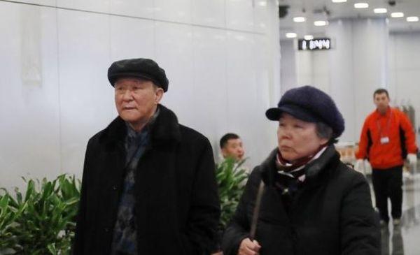 북미 간 비핵화 협상이 경색된 가운데 지재룡 주중 북한대사가 18일 오전 고려항공을 이용해 북한으로 귀국했다. 평양으로 향하는 지재룡 주중 북한대사. ⓒ연합뉴스